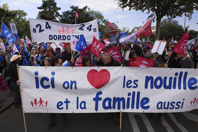 French protest against surrogacy